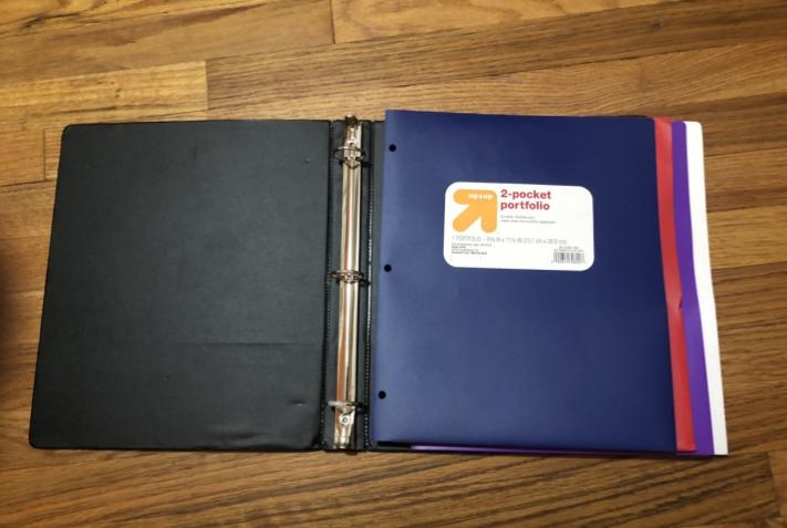 An example of an organized binder with folders for each class.