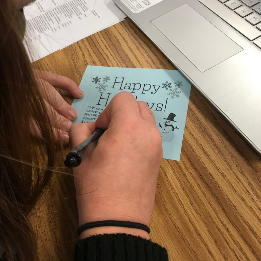 One of our leadership students writing a holiday gram.